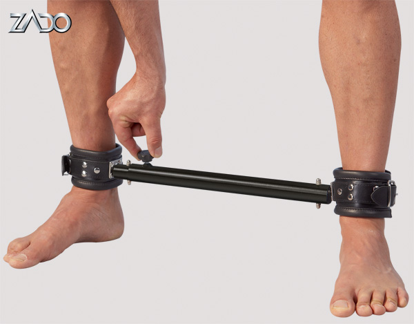 Leather shackles with bar